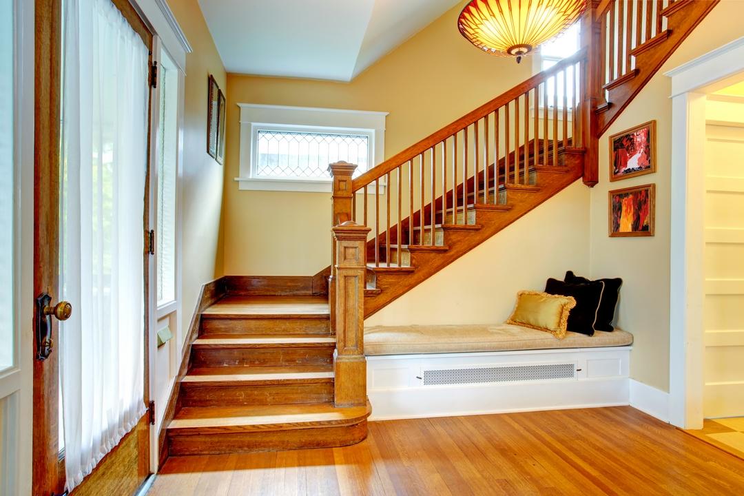 Aménagement sous l'escalier.